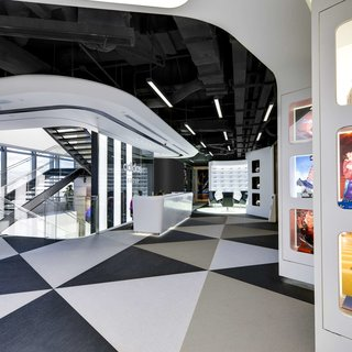 Geometric floor pattern using Bolon Studio™ tiles in the office of Adidas in Shanghai
